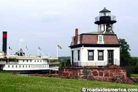 Shelburne_lighthouse1