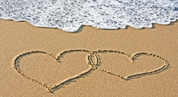 hearts-on-the-sand-beach-730x400